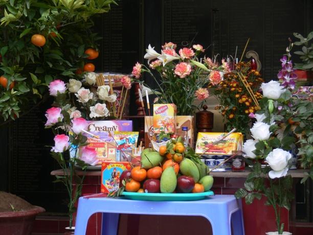Offering at chùa Thần Quang Buddhist Temple, 44, Trúc Bạch, Ba Đình, Hà Nội, Vietnam.