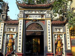 Chinese style temple in Hanoi that encompasses Chinese architectural style, writing (calligraphy) and figures.