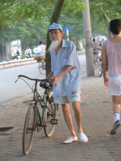 6.35am, a great time for a bike ride. The majority of bike riding seems to be more practical way of getting from A - B rather than biking as a sport in Vietnam.