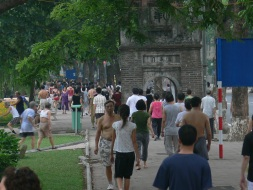 Many Vietnamese people in Vietnam and all over the world get up early and go for a walk.