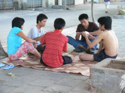 6.41am card game ! Vetnamese people are very busy, catching up with friends can be done at any time.