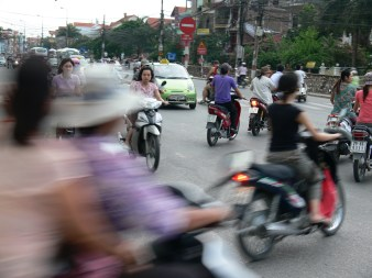 Cutting in front of others is normal on a motorbike ; your defensive driving skills are the most important to use on Vietnamese roads. (2007 pre- helmet law)