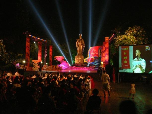 2010 1000 year special concert at Ly Thai To Park, Vườn hoa Lý Thái Tổ, Hanoi, Vietnam.