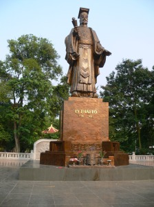 Standing proud - Ly Thai To (Lý Thái Tổ) statue ! at Vườn hoa Lý Thái Tổ , Ly Thai To Park, Hanoi, Vietnam.
