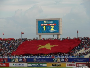 Massive flag goes around the stadium !! Even though its the AFC Asian Cup 2007 and Japan won the game, the Vietnamese supporters were cheering for both teams !!