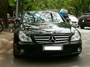 2010 photo - black Mercedes - a classic !! Hanoi, Vietnam