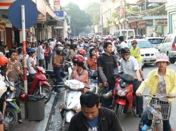 Traffic jam created in the name of tradition - Trang Tien Icecream - 35 Tràng Tiền, Hoàn Kiếm, Hà Nội