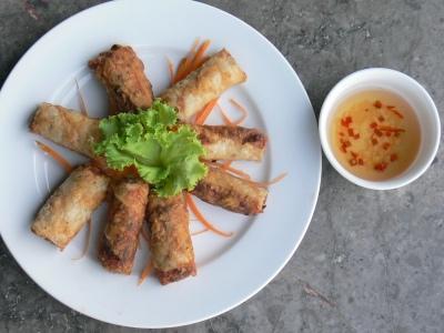 Nem rán / Nem ran at Happy House Restaurant on 1 Trấn Vũ, Trúc Bạch, Hà Nội on Truc Bac Lake, each place makes them look slightly different !!