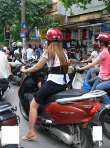 2010 - Lots of styley ladies are in Hanoi.