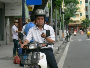 A sensible Vietnamese biker at last, he has stopped to message.