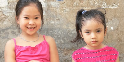 2 Vietnamese girls have fun with the photographer - Sisterly love.